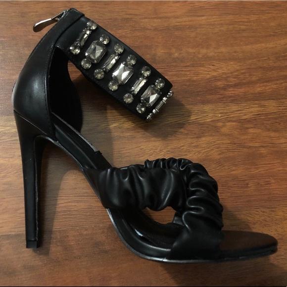d9bd05b58ba4 Cape Robbin Shoes - (2 Pairs for  10 Sale) Women s Size 6-1